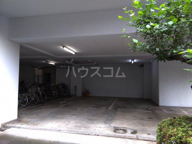寿康ハイム 3-H号室の駐車場