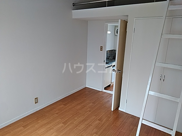 プラザ検見川 B棟 106号室のリビング