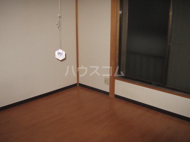 コスモエステイツ 102号室の居室