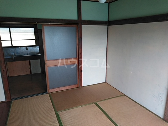 第一昭和荘 201号室の居室