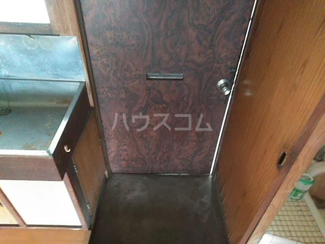 第一昭和荘 201号室の玄関