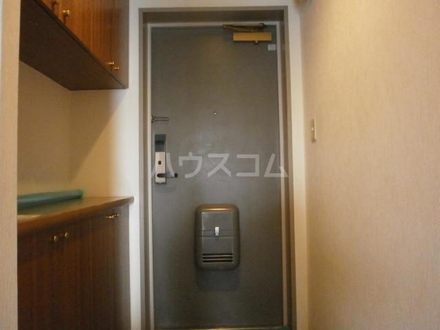 第一飛翔ビル 7001号室の玄関