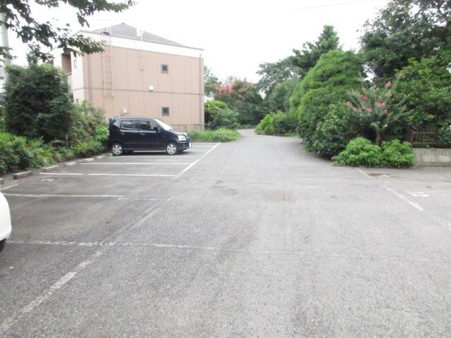 ピュアパレス 壱番館 102号室の駐車場