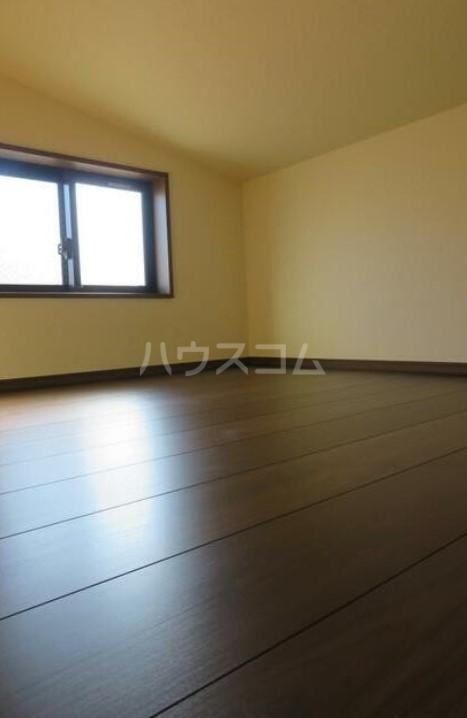 アーバンプレイス中野坂上Ⅳ A棟 207号室のリビング