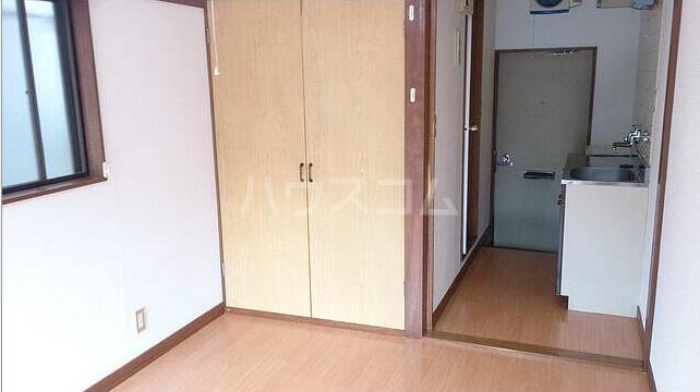弥生コーポ 203号室の玄関