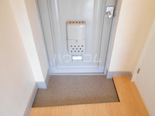 サンエイビルB 303号室の玄関