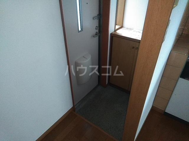 コーポアルセ 101号室の玄関