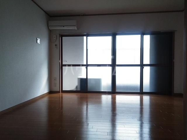 コーポアルセ 101号室のリビング