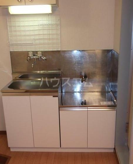 プラザボヌール 101号室のキッチン