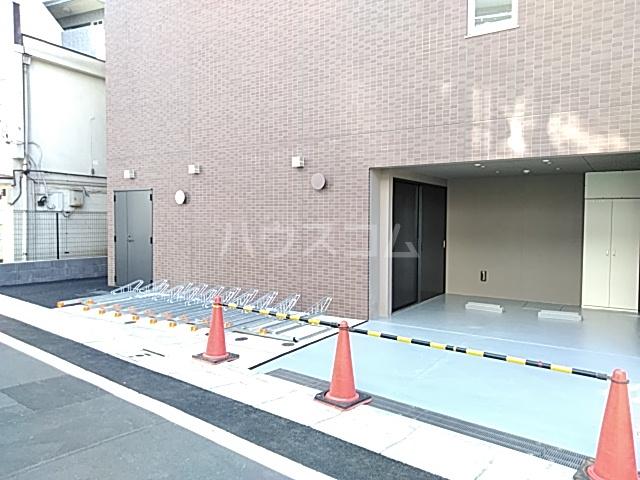 ラ・ファヴォール 203号室の駐車場