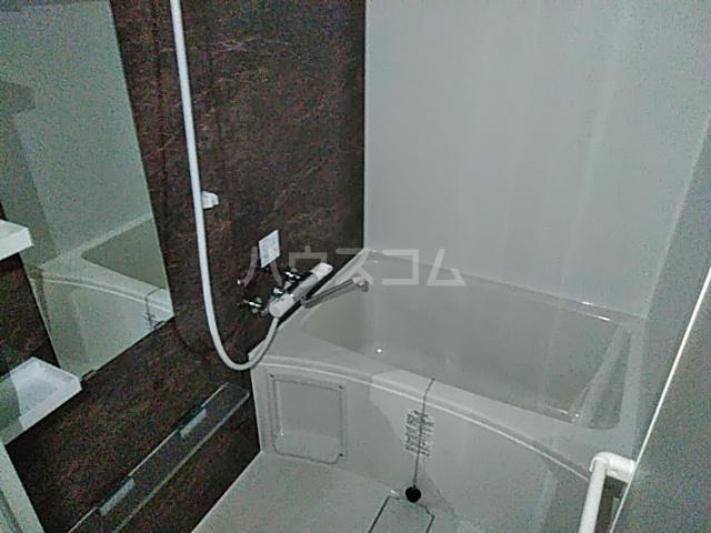 ラ・ファヴォール 203号室の風呂