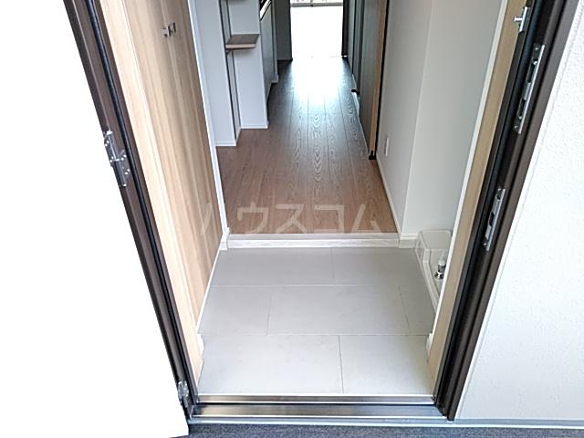 ラ・ファヴォール 203号室の玄関