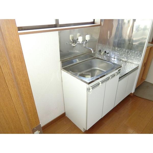 メゾンロイヤルいまいずみ 201号室のキッチン