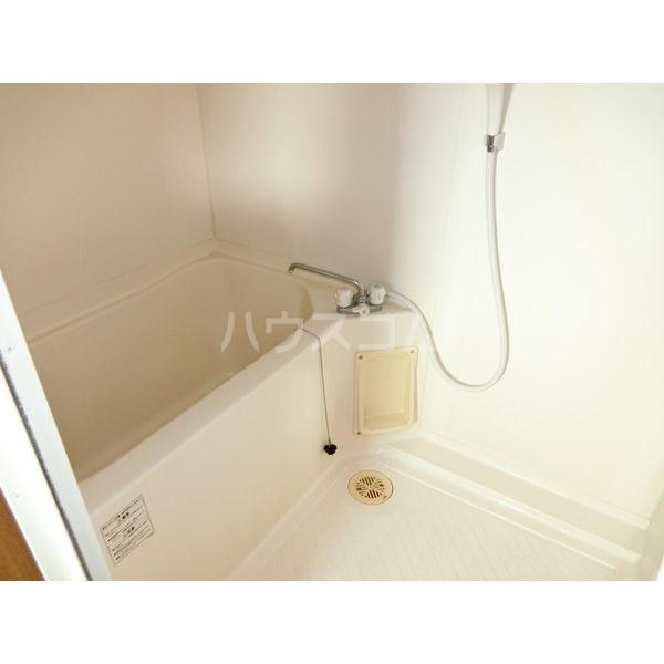 メゾンロイヤルいまいずみ 201号室の風呂