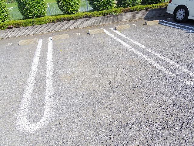 カレント 02020号室の駐車場
