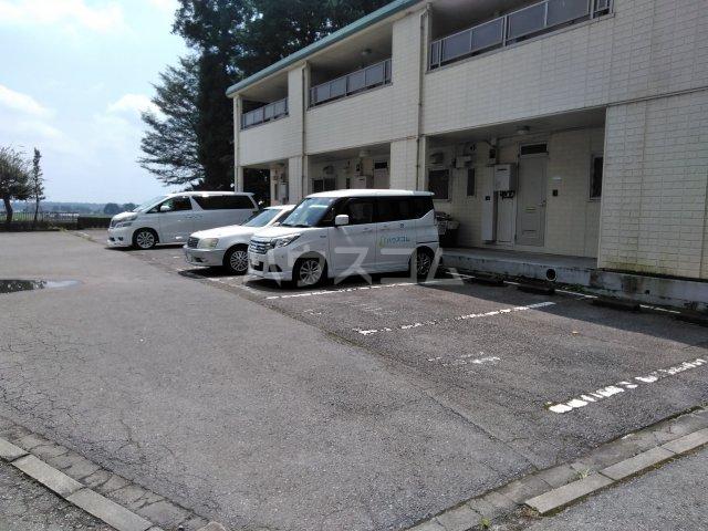 グリーンフラットB 103号室の駐車場