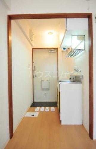 メゾン・ド・荻窪 103号室の玄関
