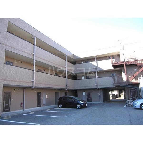 メゾンドクレール 305号室の駐車場