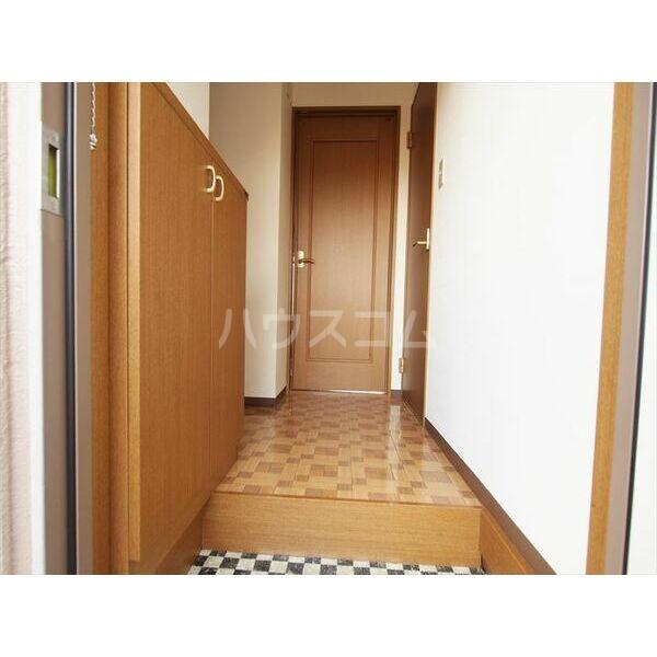 メゾンドクレール 305号室の玄関