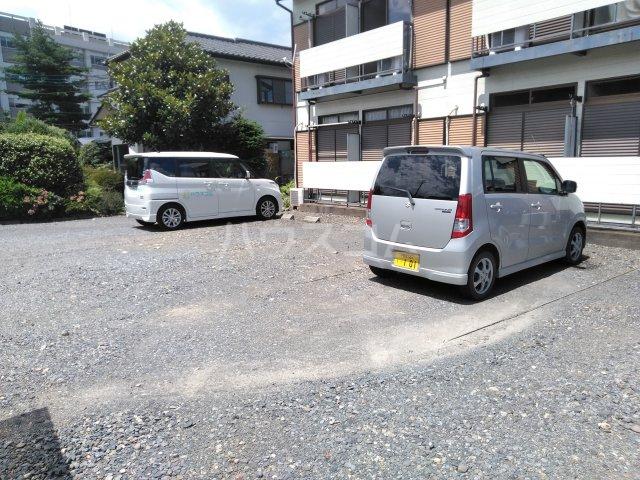 吉沢ハイツ 203号室の駐車場