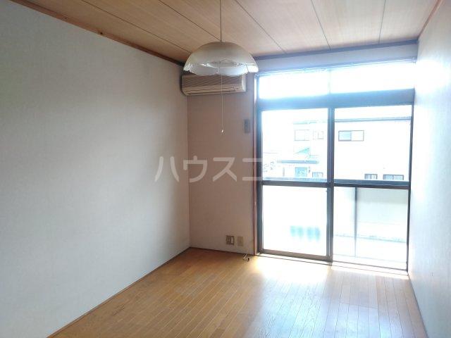 吉沢ハイツ 203号室のリビング