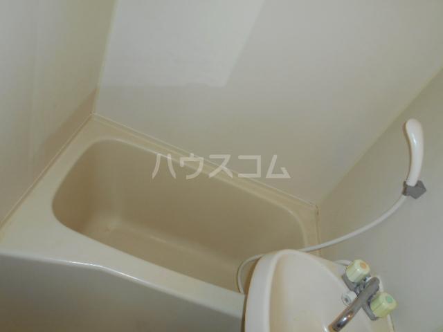 ブライト・ルシヨン 202号室の風呂