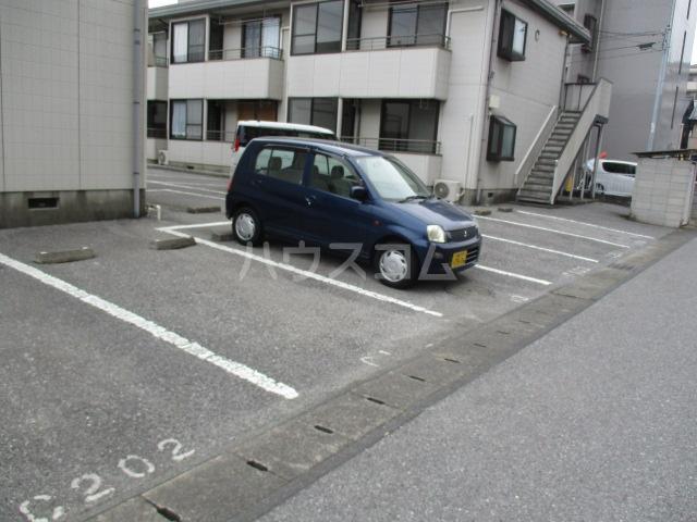 ラプラス平松C 101号室の駐車場