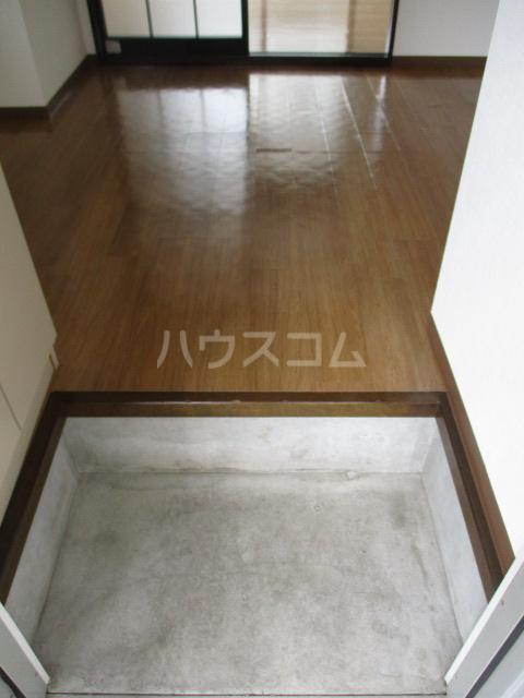 ラプラス平松C 101号室の玄関