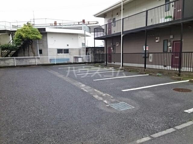 シャルマンA 02010号室の駐車場