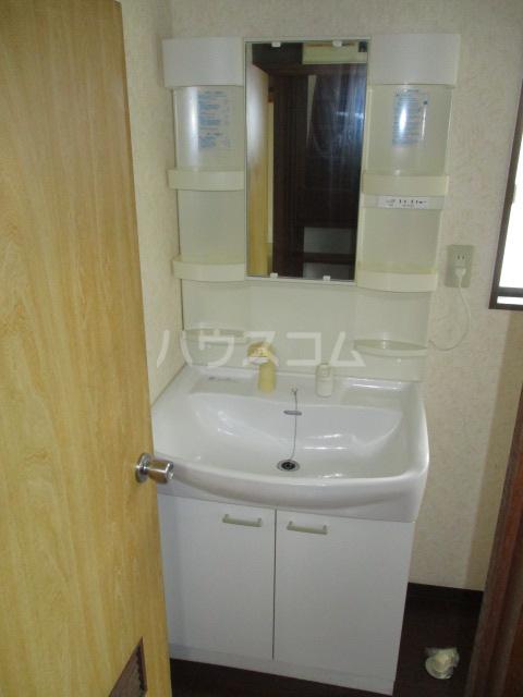 山本貸家の洗面所