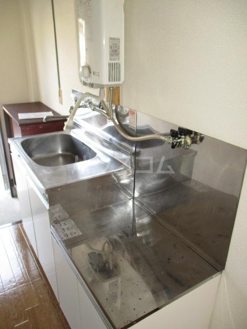 伊奈美コーポ 103号室のキッチン
