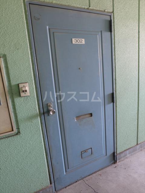 メゾンドココ 302号室の玄関