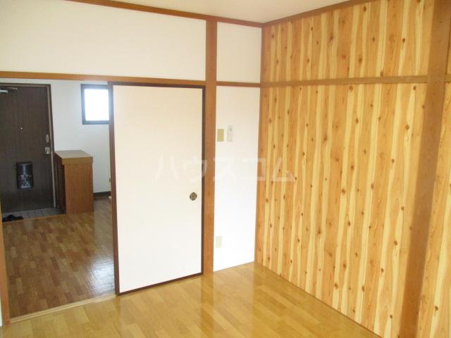 ブルースカイ峰 103号室のベッドルーム