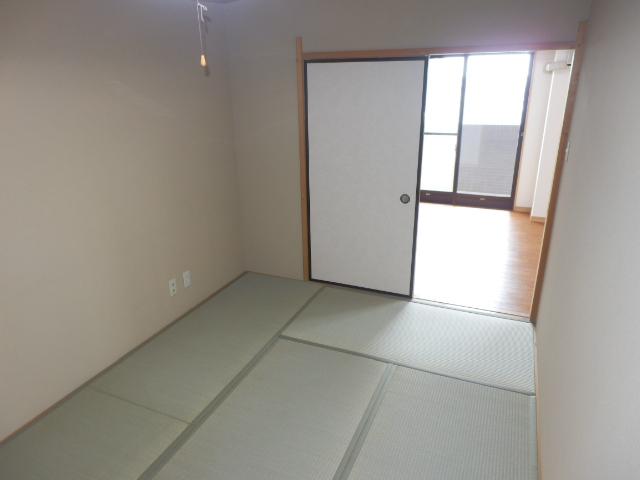 サングリートハイツ 805号室の居室