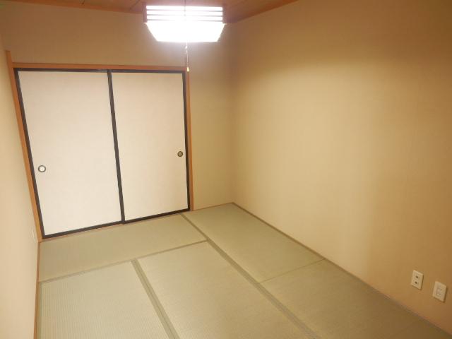 サングリートハイツ 805号室のリビング