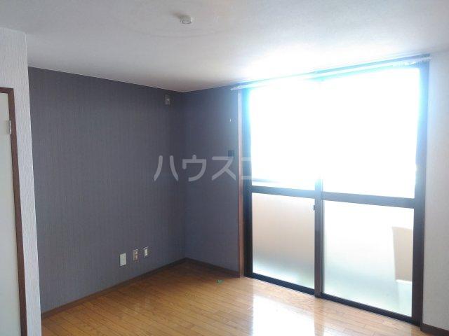 グランドォール宇都宮 218号室のリビング