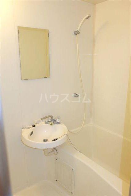 イースト・ヴァレーハウス 201号室の風呂