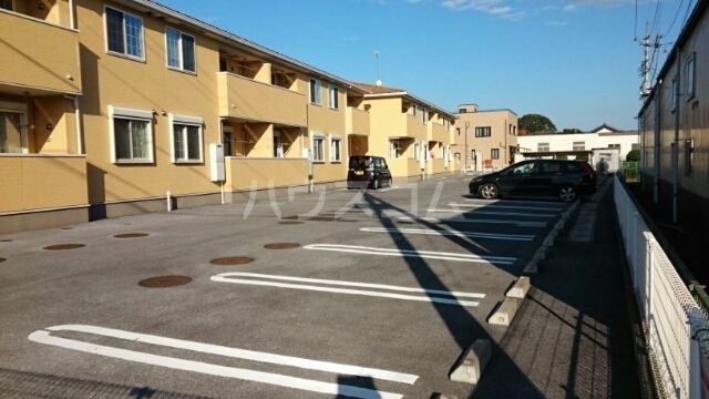 アスカ F 02020号室の駐車場