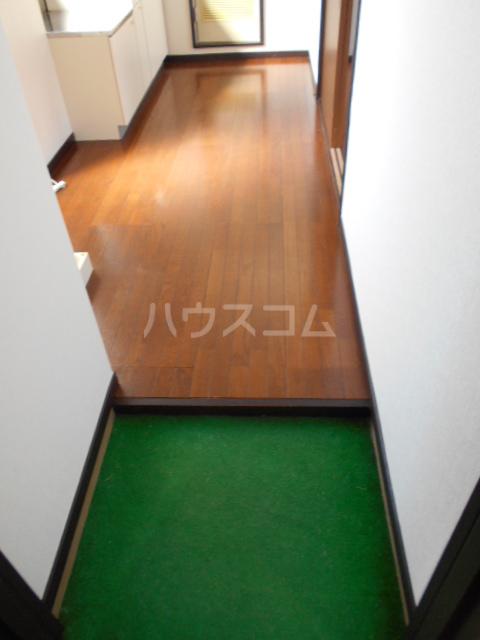 クレイドル 3号室の玄関
