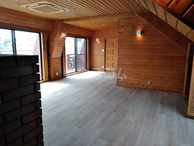 シャトー阿佐ヶ谷 301号室のリビング