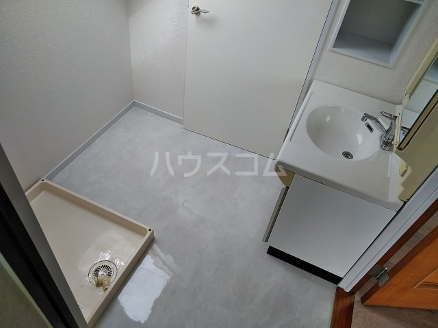 シャトー阿佐ヶ谷 301号室の洗面所