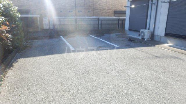 メゾン・ドラペA 202号室の駐車場