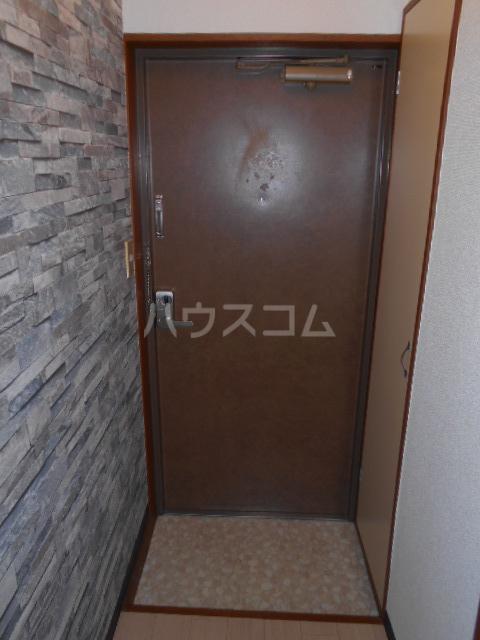 ニューオリエント境南 201号室の玄関