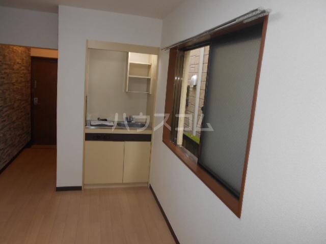 ニューオリエント境南 201号室のリビング