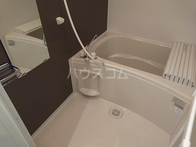 ソルナクレイシア久我山 201号室の風呂