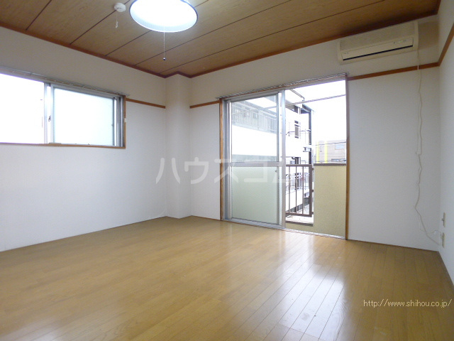 コーポ中村Ⅱ 208号室のリビング