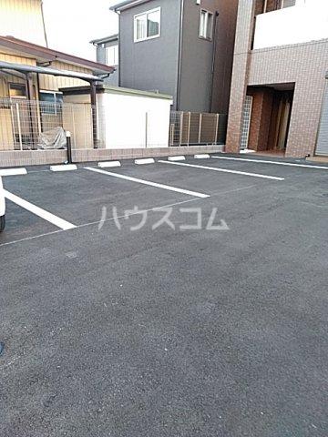 グランテージ東宿郷 202号室の駐車場