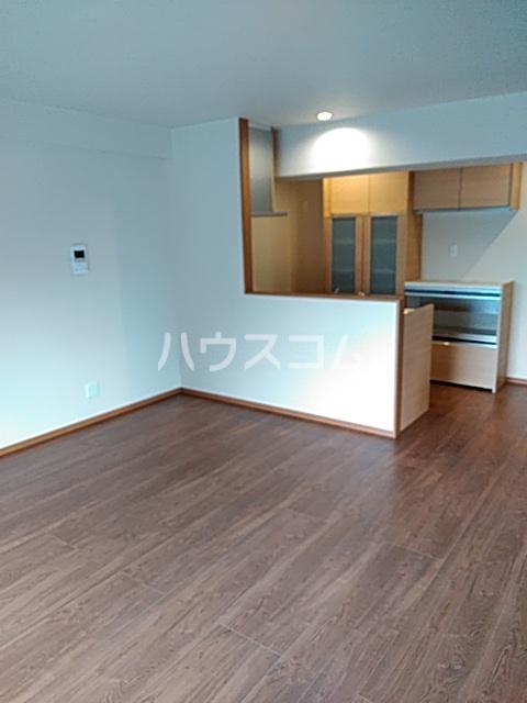 グランテージ東宿郷 202号室のリビング