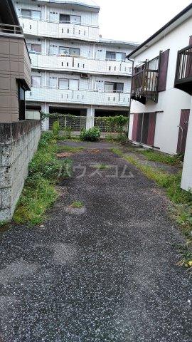青葉荘 202号室の駐車場