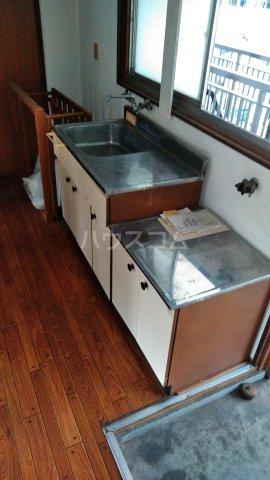 青葉荘 202号室のキッチン